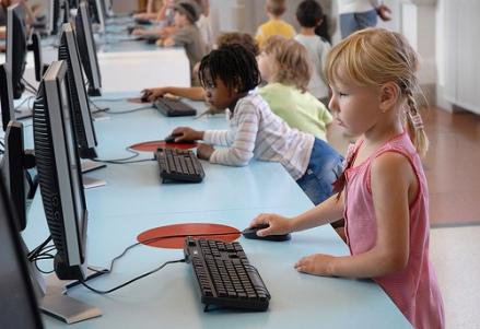 Digital_Literacy_Education_girl